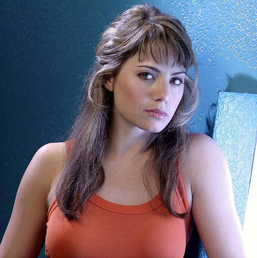 Erica Durance as Lois Lane view our panoramic picture of Vancouver   click below